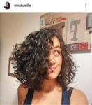 Ninaturelle : carré plongeant cheveux bouclés